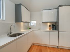 Harbourside Haven Penthouse 1 - Dorset - 1059266 - thumbnail photo 7