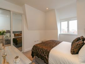 Harbourside Haven Penthouse 1 - Dorset - 1059266 - thumbnail photo 9