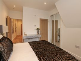 Harbourside Haven Penthouse 1 - Dorset - 1059266 - thumbnail photo 10
