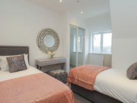 Harbourside Haven Penthouse 1 - Dorset - 1059266 - thumbnail photo 14