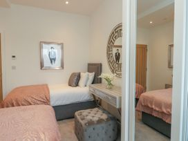 Harbourside Haven Penthouse 1 - Dorset - 1059266 - thumbnail photo 15