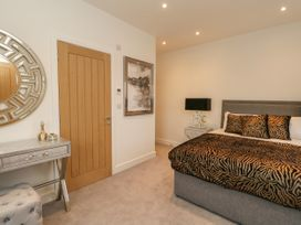 Harbourside Haven Penthouse 2 - Dorset - 1059267 - thumbnail photo 11