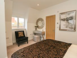 Harbourside Haven Penthouse 2 - Dorset - 1059267 - thumbnail photo 12