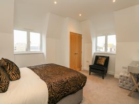 Harbourside Haven Penthouse 2 - Dorset - 1059267 - thumbnail photo 13