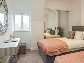 Harbourside Haven Penthouse 2 - Dorset - 1059267 - thumbnail photo 15