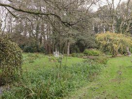 Barn Apartment 4 - South Wales - 1059773 - thumbnail photo 23