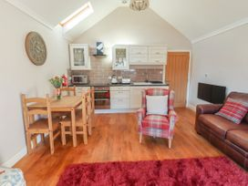 Top Farm Lodge (formerly The Goat's Shed) - Shropshire - 1059787 - thumbnail photo 7