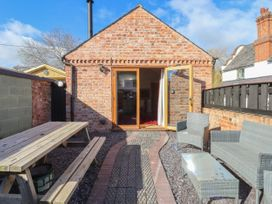 Top Farm Lodge (formerly The Goat's Shed) - Shropshire - 1059787 - thumbnail photo 16