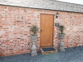 Top Farm Lodge (formerly The Goat's Shed) - Shropshire - 1059787 - thumbnail photo 2