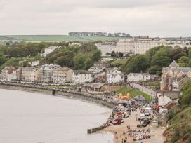 A Wave From It All - North Yorkshire (incl. Whitby) - 1059884 - thumbnail photo 21