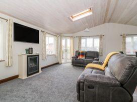 Oakwood Lodge - Whitby & North Yorkshire - 1060170 - thumbnail photo 3