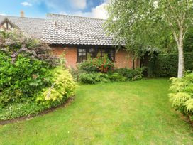 Hunters Cottage Annex - Norfolk - 1060486 - thumbnail photo 1