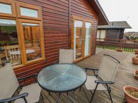 Honeysuckle Lodge - Whitby & North Yorkshire - 1060698 - thumbnail photo 2