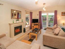 Honeysuckle Lodge - Whitby & North Yorkshire - 1060698 - thumbnail photo 3