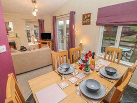 Honeysuckle Lodge - Whitby & North Yorkshire - 1060698 - thumbnail photo 5