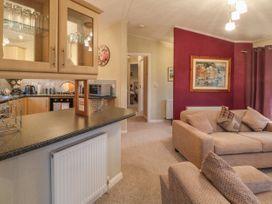 Honeysuckle Lodge - Whitby & North Yorkshire - 1060698 - thumbnail photo 7