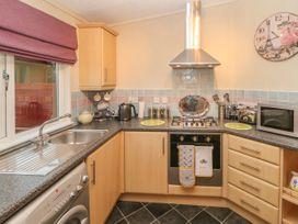 Honeysuckle Lodge - Whitby & North Yorkshire - 1060698 - thumbnail photo 9
