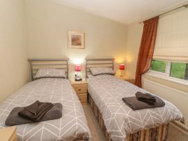 Honeysuckle Lodge - Whitby & North Yorkshire - 1060698 - thumbnail photo 12