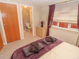 Honeysuckle Lodge - Whitby & North Yorkshire - 1060698 - thumbnail photo 14