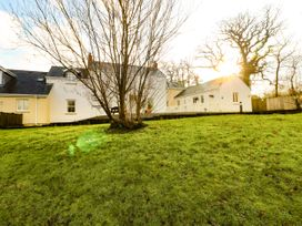 Love Cottage - South Wales - 1061323 - thumbnail photo 2