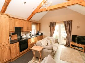 Love Cottage - South Wales - 1061323 - thumbnail photo 3