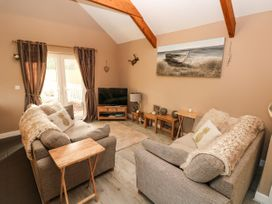 Love Cottage - South Wales - 1061323 - thumbnail photo 4
