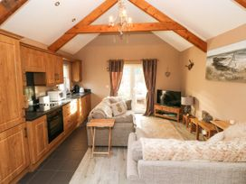 Love Cottage - South Wales - 1061323 - thumbnail photo 6