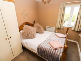 Love Cottage - South Wales - 1061323 - thumbnail photo 10