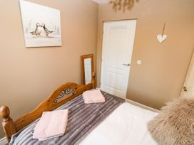 Love Cottage - South Wales - 1061323 - thumbnail photo 11