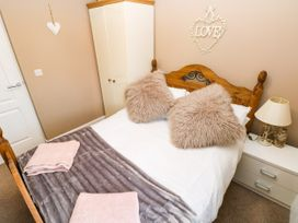 Love Cottage - South Wales - 1061323 - thumbnail photo 12