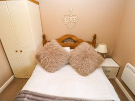 Love Cottage - South Wales - 1061323 - thumbnail photo 13