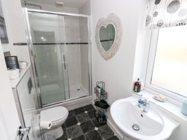 Love Cottage - South Wales - 1061323 - thumbnail photo 14