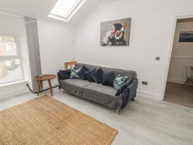 Sandpiper Apartment - North Wales - 1062156 - thumbnail photo 2