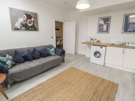 Sandpiper Apartment - North Wales - 1062156 - thumbnail photo 3