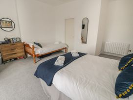 Sandpiper Apartment - North Wales - 1062156 - thumbnail photo 13