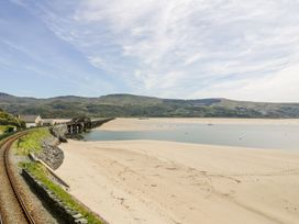 Sandpiper Apartment - North Wales - 1062156 - thumbnail photo 22