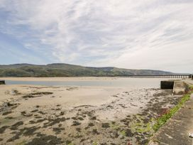 Sandpiper Apartment - North Wales - 1062156 - thumbnail photo 24