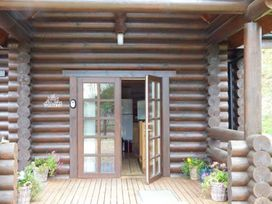 Tamaura Lodge - Norfolk - 1062454 - thumbnail photo 14