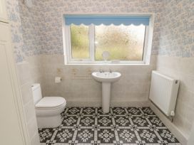 35-37 Upper Quay Street - Anglesey - 1063990 - thumbnail photo 12
