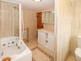 35-37 Upper Quay Street - Anglesey - 1063990 - thumbnail photo 15