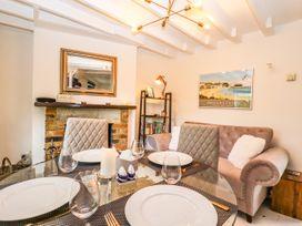 Little Blue Cottage - Kent & Sussex - 1065133 - thumbnail photo 6