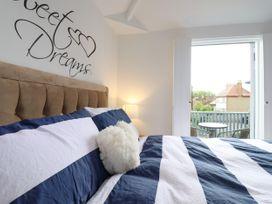 Little Blue Cottage - Kent & Sussex - 1065133 - thumbnail photo 14