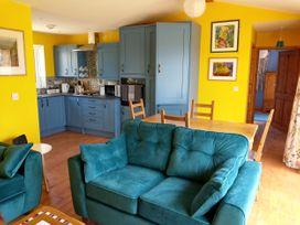 Orchard Chalet - Cornwall - 1065495 - thumbnail photo 4