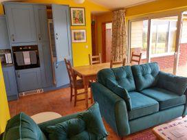 Orchard Chalet - Cornwall - 1065495 - thumbnail photo 5