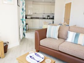 Ocean View Apartment - North Wales - 1066096 - thumbnail photo 3
