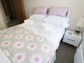Ocean View Apartment - North Wales - 1066096 - thumbnail photo 8