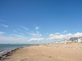 Sandy Toes - Anglesey - 1066272 - thumbnail photo 23