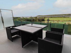 Beachview Apartment 2 - Cornwall - 1066466 - thumbnail photo 2