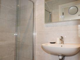 Beachview Apartment 2 - Cornwall - 1066466 - thumbnail photo 9
