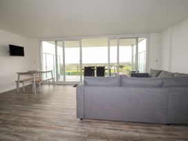 Beachview Apartment 3 - Cornwall - 1066468 - thumbnail photo 5